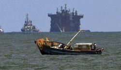 """Barco hundido con 25 toneladas de ácido nítrico provocará """"daño…"""