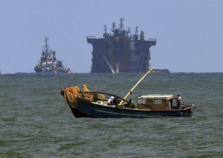 """Barco hundido con 25 toneladas de ácido nítrico provocará """"daño significativo"""" al planeta"""