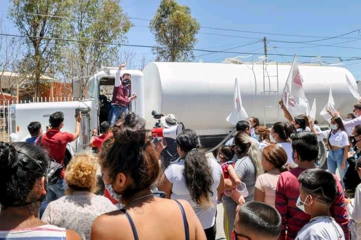 Multa Tribunal Electoral a Arturo Ávila por coaccionar el voto con reparto de agua