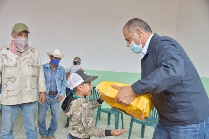 Gestiona municipio de Jesús María apoyos para productores agrícolas