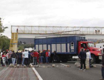 Habitantes de Tlahuapan cierran la autopista y federal México-Puebla; acusan fraude electoral