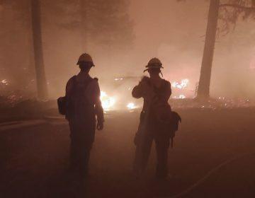 EU continúa evacuación tras el avance del incendio 'Bootleg'