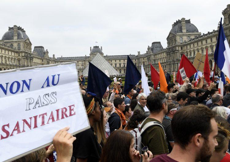 Franceses salen a las calles a protestar contra 'dictadura sanitaria'
