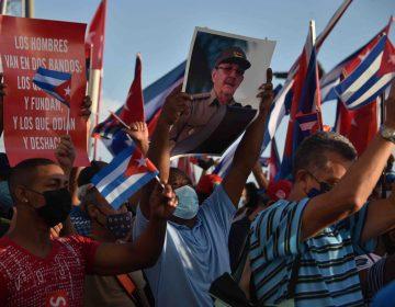 Simpatizantes de la revolución encabezan manifestaciones en apoyo al gobierno cubano