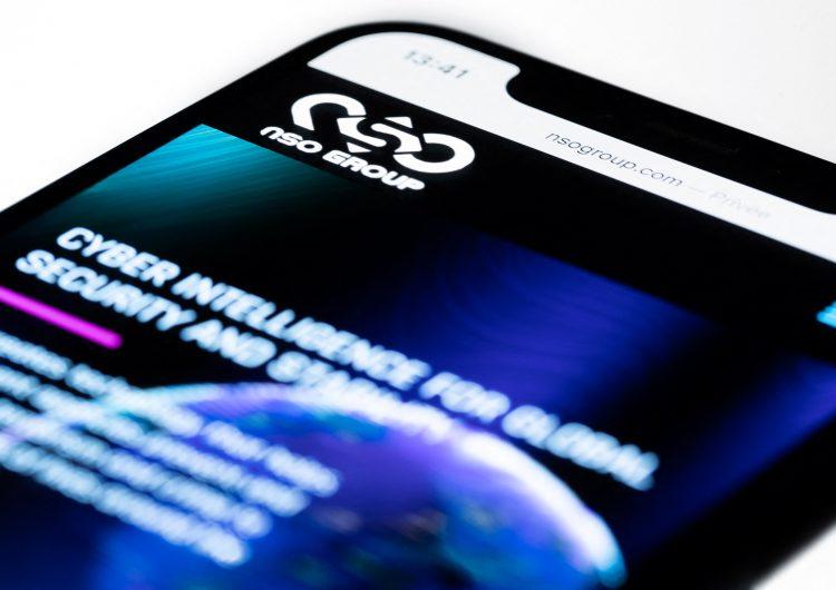 Programas de espionaje ven 'todo lo que se muestra en la pantalla de un teléfono'