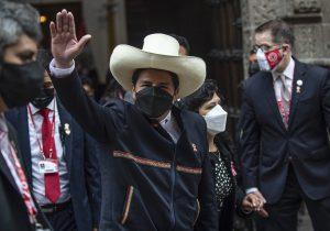 Perú: el maestro de izquierda Pedro Castillo asume como presidente
