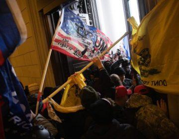 EU emite primera condena de prisión a un hombre que participó en ataque al Capitolio