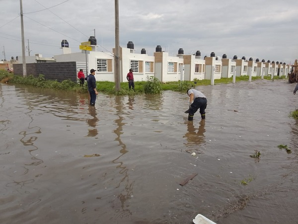 Lluvia provoca inundaciones en San Francisco de los Romo; evacúan a 50 personas