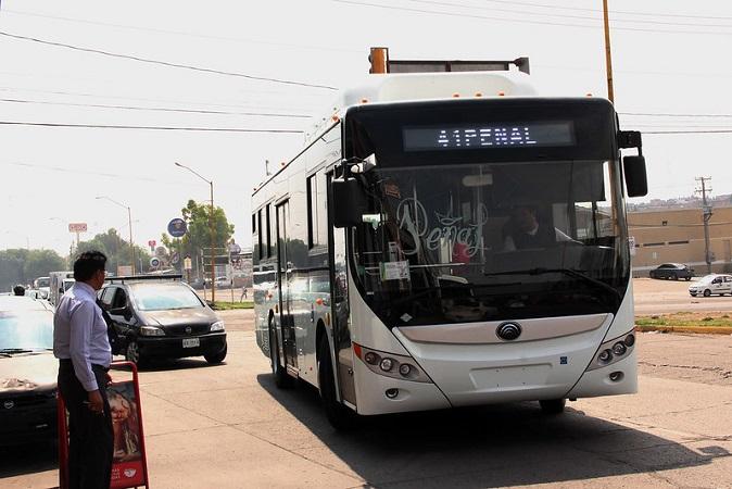 Se averían camiones urbanos chinos por baches en Aguascalientes
