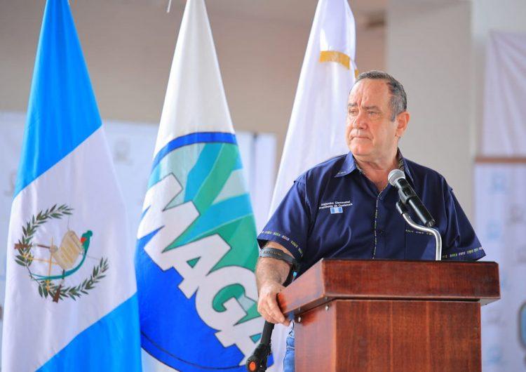 Guatemala: presidente Giammattei prohíbe protestas; 'alborotan contagios de covid-19'