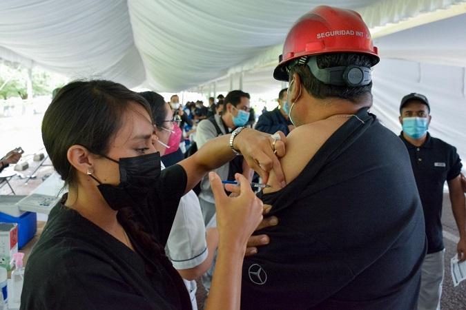 Mañana vacunarán a más trabajadores del sector automotriz de Aguascalientes