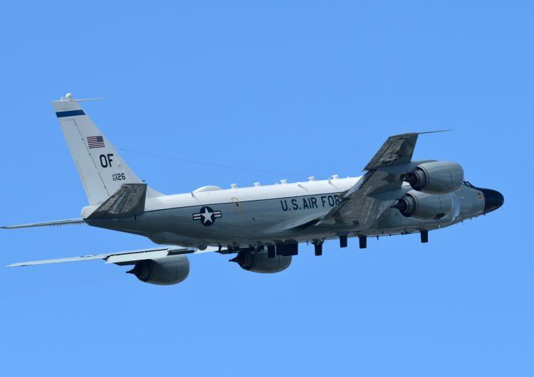 Venezuela califica como 'provocación' la presencia de un avión militar estadounidense en su espacio aéreo