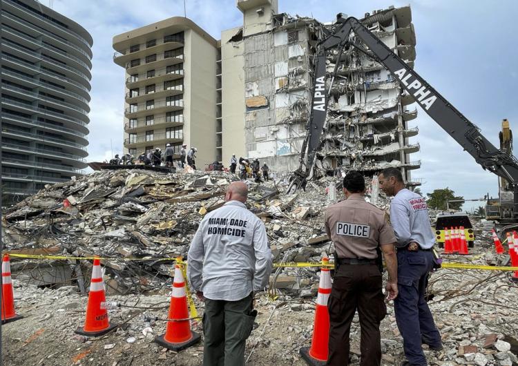 Restos del edificio que se derrumbó en Florida será demolido; hay 24 muertos y 121 desaparecidos
