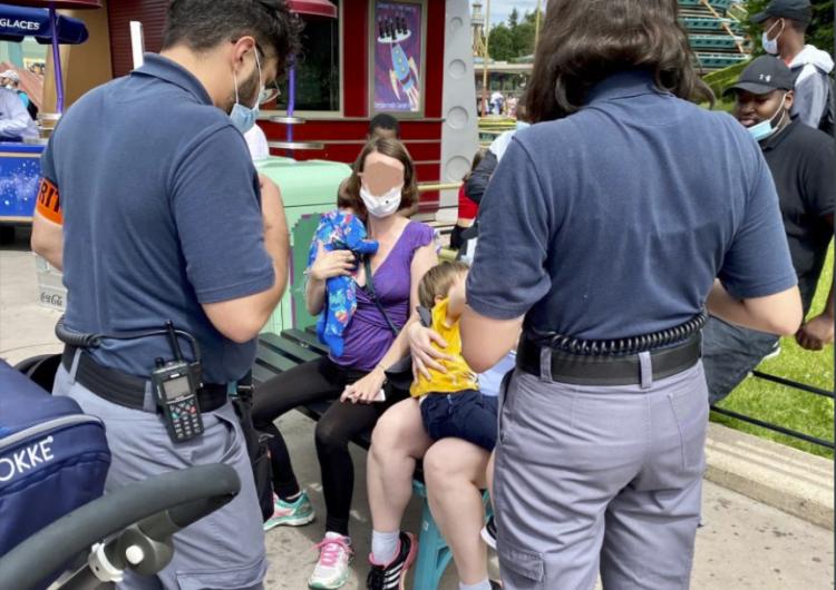Disneylandia París se disculpa tras impedir a una madre amamantar en público