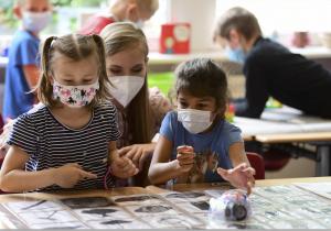 Esta es la nueva guía de las autoridades de salud de EU para prevenir el covid-19 en escuelas
