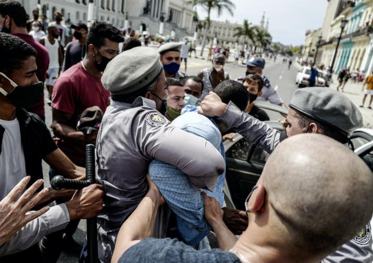Cuba: protestas por crisis económica desatan violencia policial en las calles