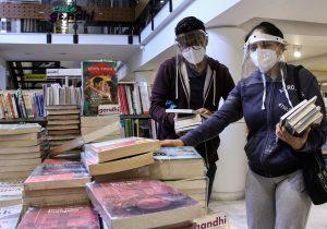 Cinco décadas de poner libros en las manos de los lectores