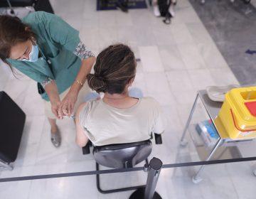 Casos de miocarditis tras vacuna de Pfizer y Moderna son 'muy raros': Comité Europeo