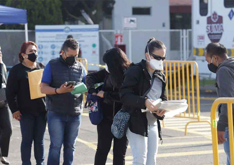 Poblanos obedecen y acuden a vacunarse contra el Covid en grandes aglomeraciones