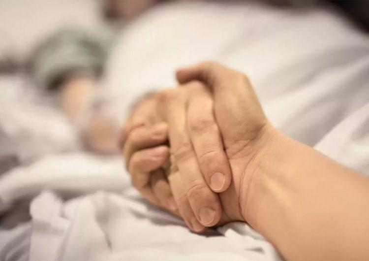Hombre sin vacunar es sometido a doble trasplante de pulmón tras contraer el covid-19