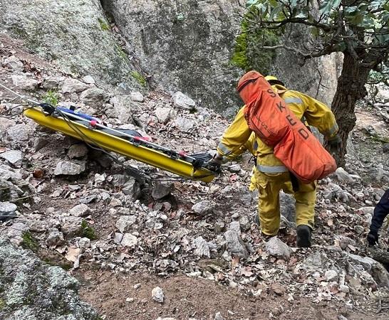 Tras varias horas, bomberos rescatan cuerpo de persona que se suicidó en El Ocote