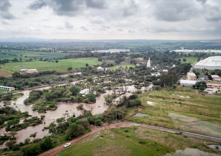 Evacúan a 20 personas en El Cenizo tras desbordamiento de presa El Chichimeco