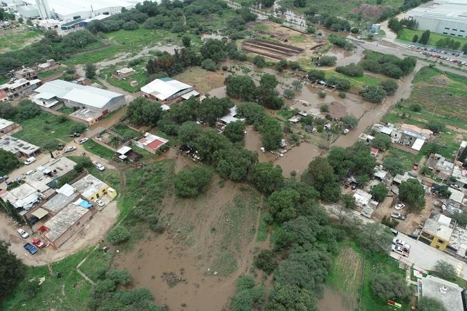 Supervisa alcalde de Jesús María zonas afectadas por lluvias