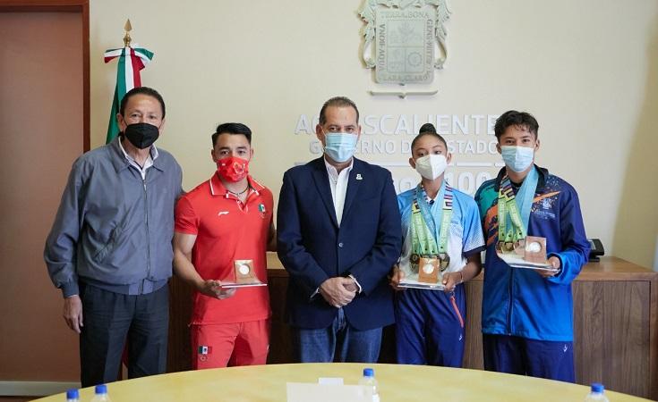 Recibe gobernador de Aguascalientes a deportistas destacados de Aguascalientes