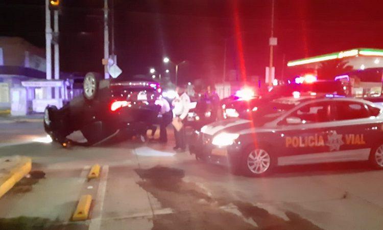 Siguen accidentes en Segundo Anillo; ebrio conductor volcó su camioneta
