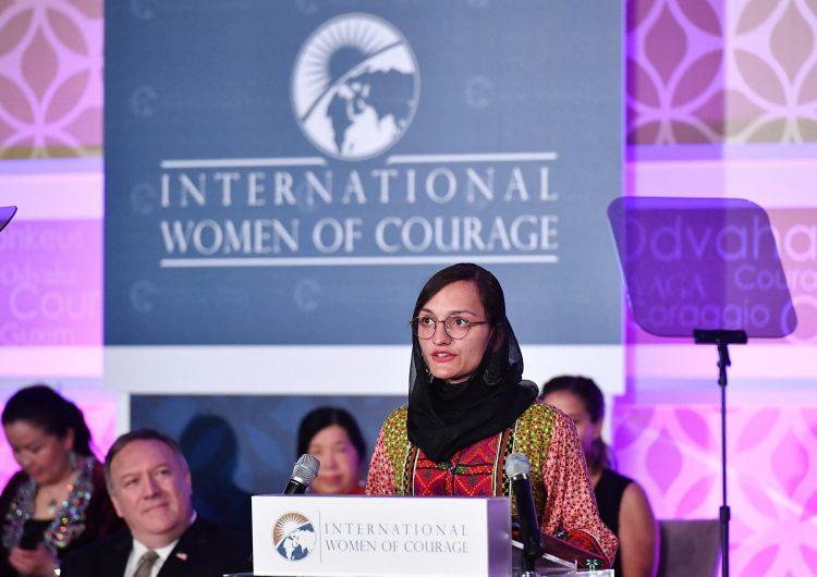 Primera alcaldesa afgana: 'Estoy sentada esperando a que vengan los talibanes y me maten'