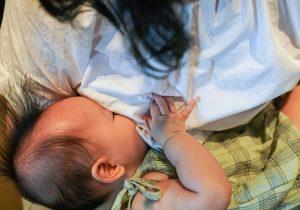 Madres lactantes vacunadas contra covid-19 protegen a sus bebés de infección por el virus: científicos