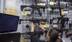 México demanda a fabricantes de armas en EU por comercialización…