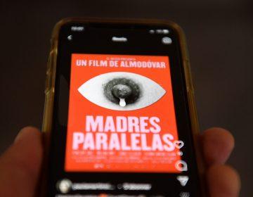 Almodóvar denuncia retirada del cartel de su nueva película en Instagram