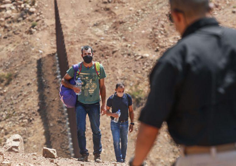 Corte Suprema de EU ordena reactivar política migratoria de Trump 'Quédate en México'