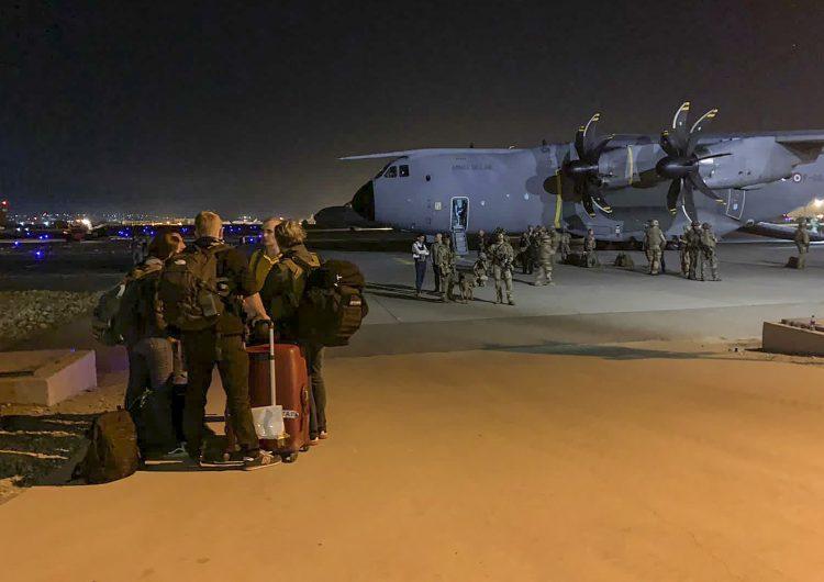 EU: fuerza aérea confirma hallazgo de restos humanos en avión militar que despegó de Afganistán