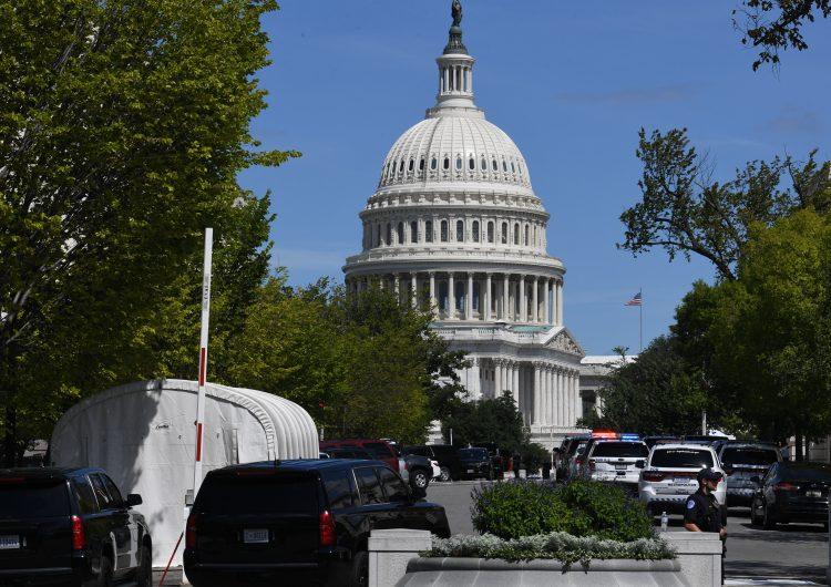 EU: policía investiga a un hombre que amenaza con estallar bomba cerca del Capitolio