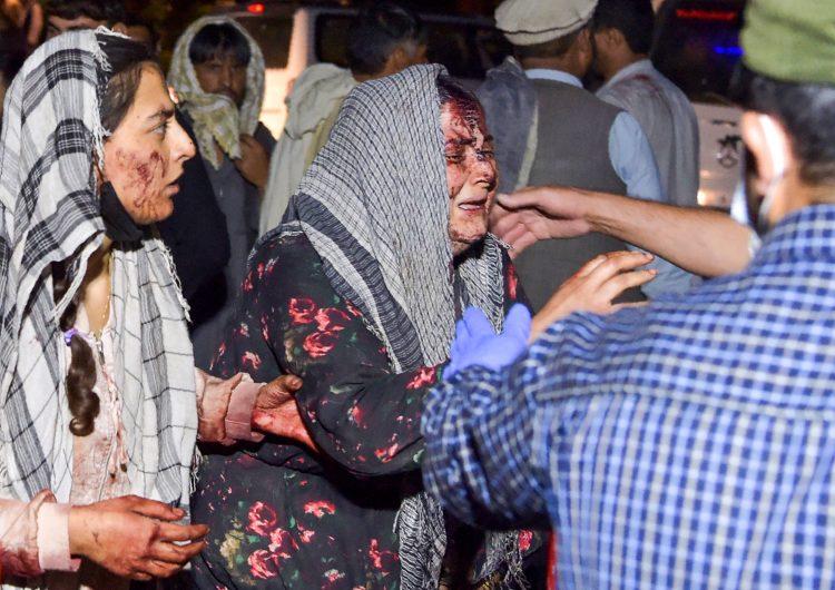 ISIS se atribuye ataque en Kabul que mató 12 soldados de EU; hay 60 civiles muertos: talibanes