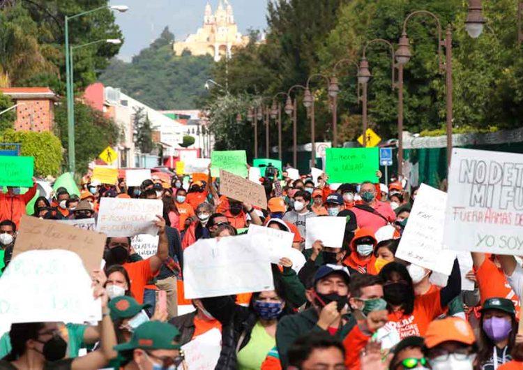 Alumnos de la UDLA Puebla realizan protesta pacífica para pedir la liberación del campus