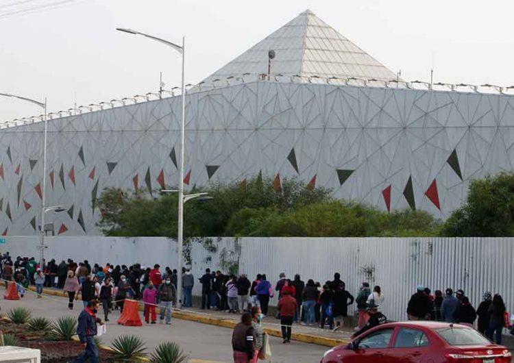 Arranca con gran afluencia en los 12 puntos de vacunación anti Covid en Puebla capital