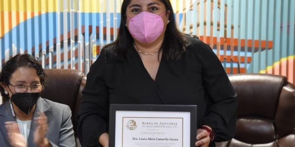 Barra de Abogadas reconoce labor de directora de Facultad de Derecho de la UABC
