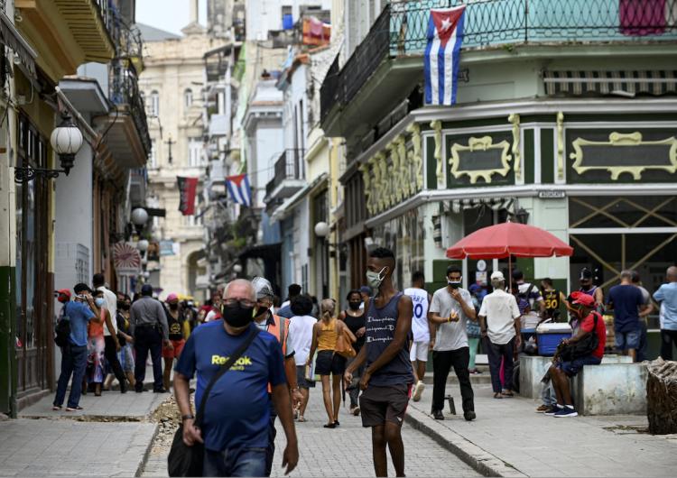 """Cuba acusa al Senado de EU de """"agresión"""" tras permitir a Biden brindar acceso a internet a ciudadanos de la isla"""