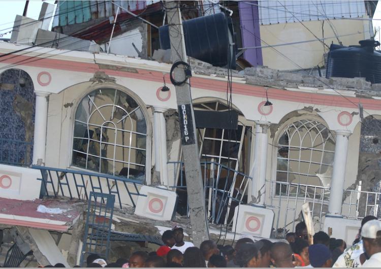 Más de 1.300 muertos en el sismo de Haiti; América Latina ofrece ayuda