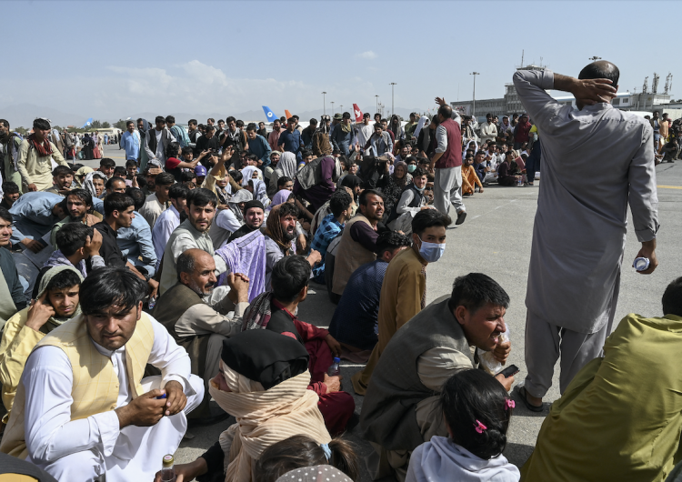 Afganistán, fuera de control: el presidente huye y los talibanes se apoderan del país