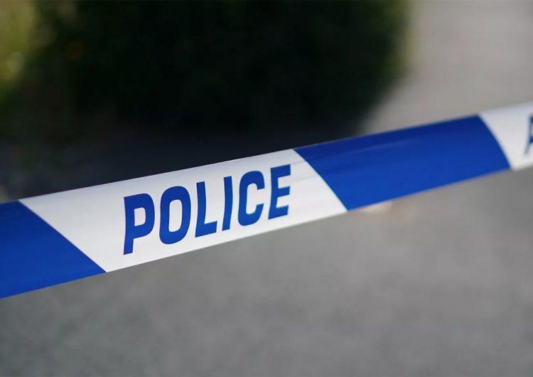 Policía confunde el cuerpo de una mujer con un maniquí y lo arroja a la basura