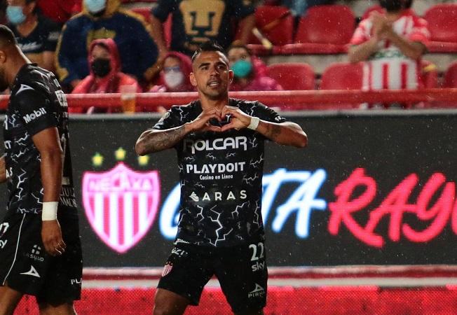 Necaxa golea a Pumas y consigue su segunda victoria del torneo