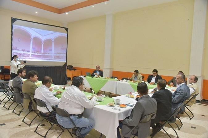 Se reúne alcalde de Jesús María con ingenieros civiles