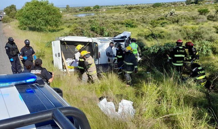 Mueren en accidente automovilístico dos trabajadores de la Secretaría del Bienestar en El Llano