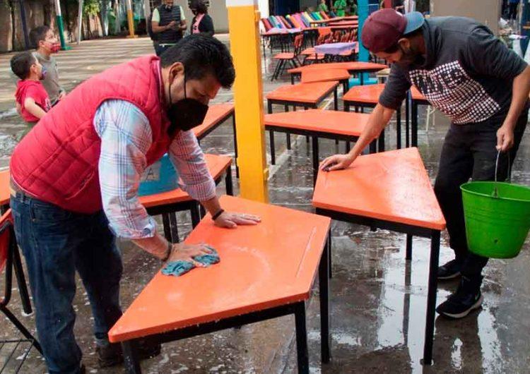 En Puebla, padres de familia sin dinero para cuota escolar destinada a la compra de sanitizantes