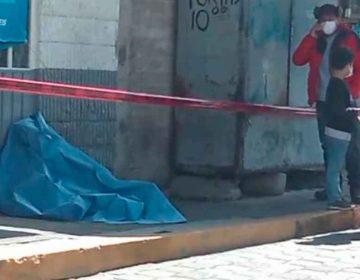 VIDEO. Hombre muere al bajar de AU en Ciudad Serdán; tenía Covid-19