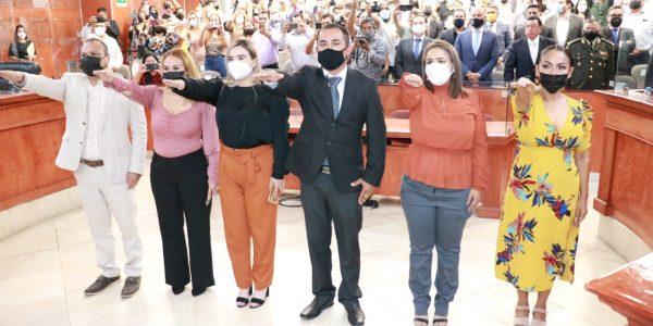 Integrantes del Concejo Fundacional San Felipe toman protesta ante Congreso
